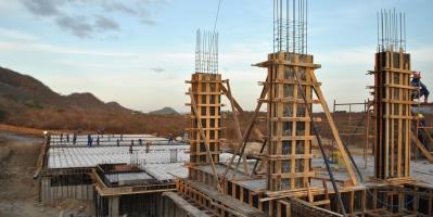 Obras públicas atrasam recuperação do setor da construção